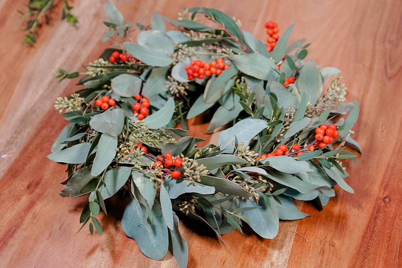 Modern and simple Christmas wreath